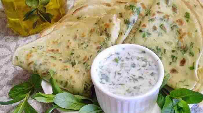 Смачні сирні млинці з зеленню, 5 простих і швидких рецептів