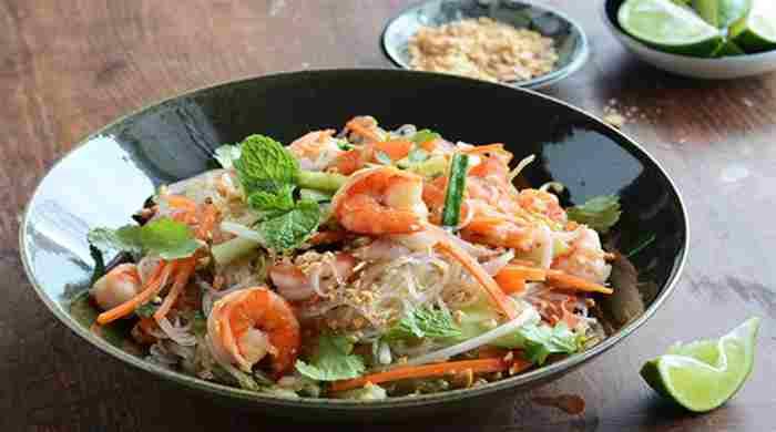 Салат з фунчозой і креветками, покроковий рецепт з овочами