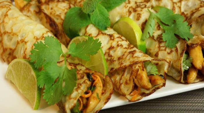 Фаршировані млинці з м'ясом курки — рецепт начинки в сковороді