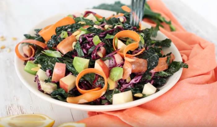 Салат з капусти з яблуком та морквою — рецепт з покроковими фото
