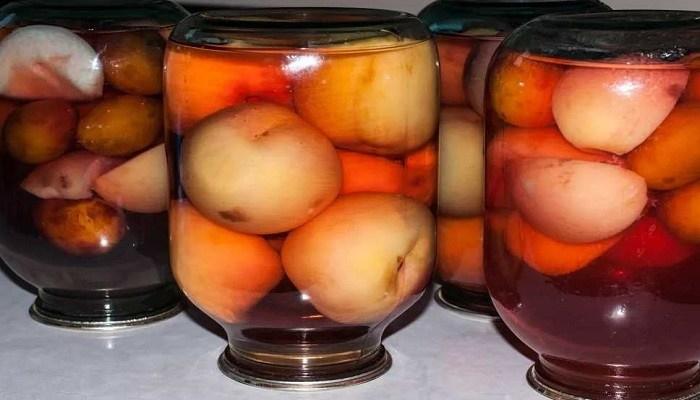Компот з яблук на зиму на 3 літрову банку — 7 простих рецептів