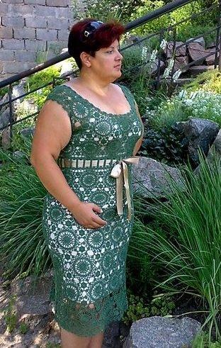 60b9538bd8e696 Плаття гачком для повних жінок зі схемами: чорне мереживне плаття  візерунком ракушка